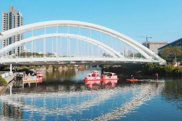 【體驗推薦】台版威尼斯的高雄愛河河畔,搭乘愛之船、火鶴船欣賞水岸風光,假日市集、文藝活動樣樣來!