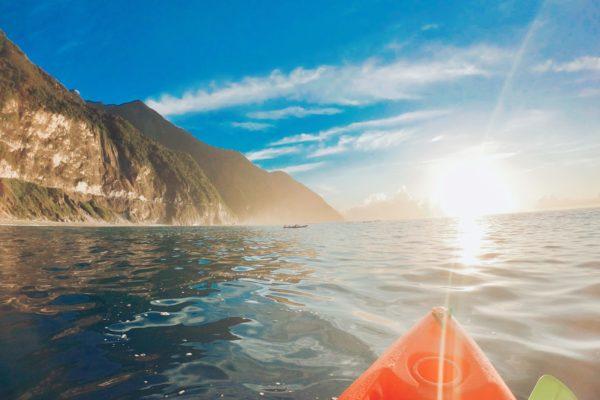 【親身體驗】人生清單中必去的台灣景點,花蓮「清水斷崖獨木舟」體驗,欣賞很不一樣的日出視野!!